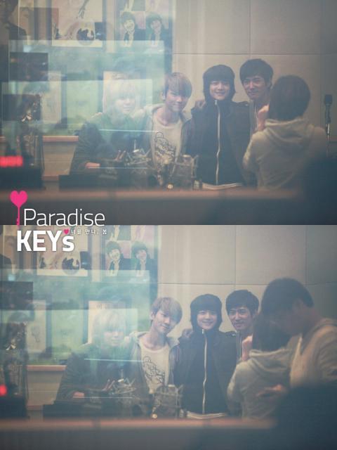 110419Danny's Music Show-Parakey2