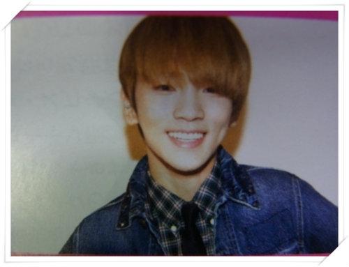 1105 Elle Japan Magazine- 5