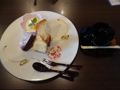 贅沢ランチのデザート4種盛り