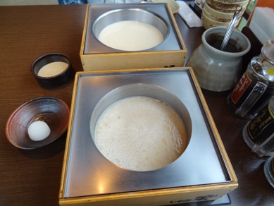 美肌チキン白湯鍋とごま豆乳鍋