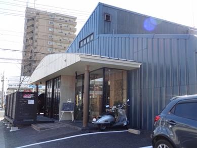 M2e(エメドゥーエ)カフェのお店の外観