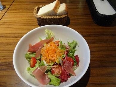ゴローゾのサラダとフォカッチャ