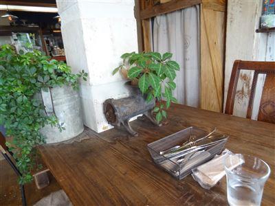 テーブルの付近