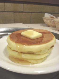 ホットケーキ(とろけるバター・みつ)