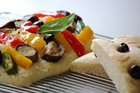 フォカッチャと野菜ピザ -w