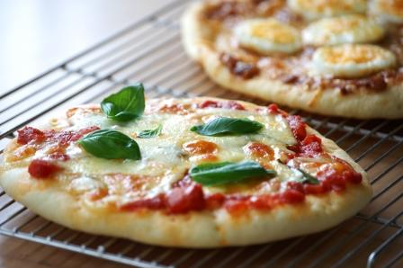 マルゲリータとカレーピザ w