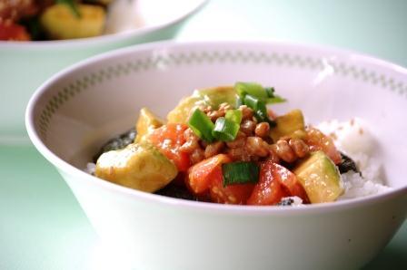 アボカドトマト納豆丼 w