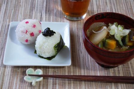 野菜味噌汁とおむすび2種w