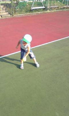 テニスコートにて