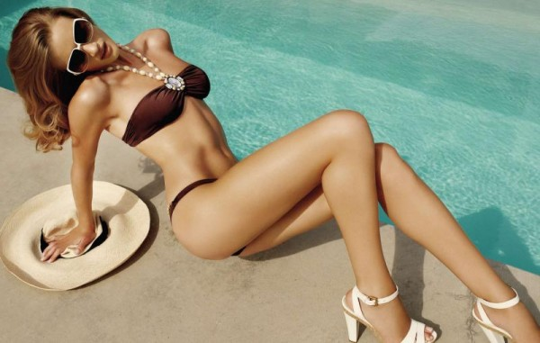 rosie-huntington-whiteley-bikini-11-600x381.jpg