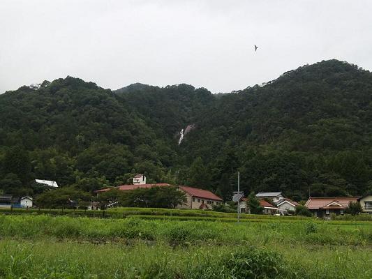 タラタラの滝(遠景)