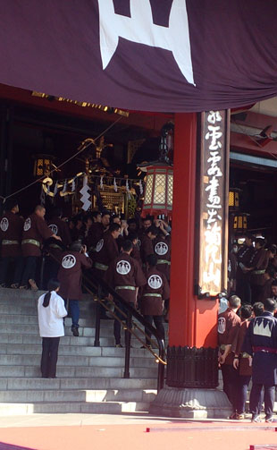 mikosi-asakusa2013-3.jpg