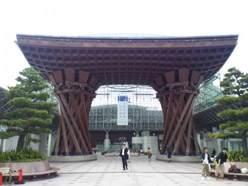 駅のシンボル鼓門(26.10.10)