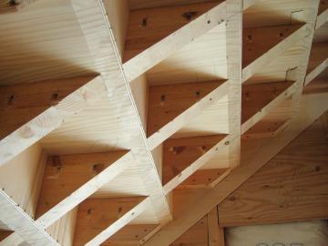 階段造作の様子2