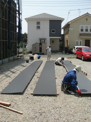 ガルバリウム鋼板張りの様子1