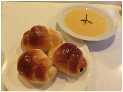 260913ピーナッツかぼちゃ5(スープとパン)