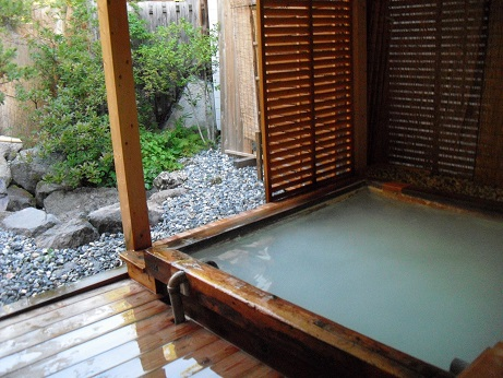 8 乗鞍高原の乳白色の温泉