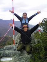 1小豆島大嶽頂上でバンザイ1