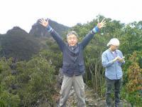 1大嶽頂上の三角点でバンザイ2