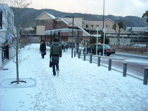 雪の島本駅