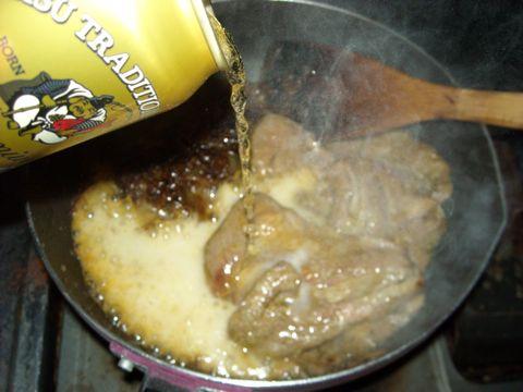 ビール注ぐ