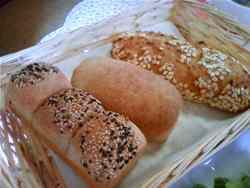 ふすまパンと麦とろカンパーニュ