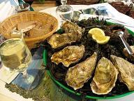 魚屋さんで食べた牡蠣と雲丹