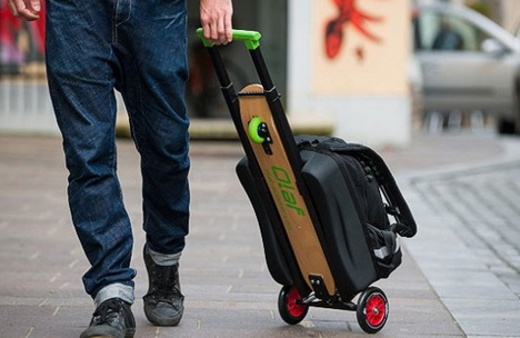 重いスーツケースが乗り物に早変わり!乗って移動出来るスーツケースが話題!