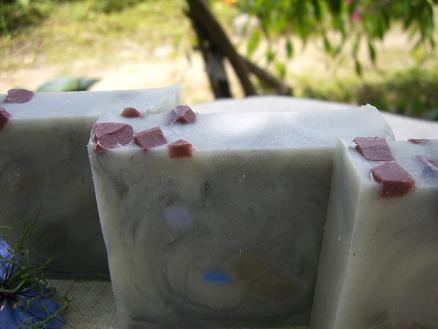 ブラックトルマリン珊瑚の石けん 2