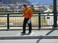 2012.4.6 交通茶屋 写真を撮ろうとする久保田幹事。