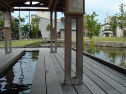 足湯の建物縮小版