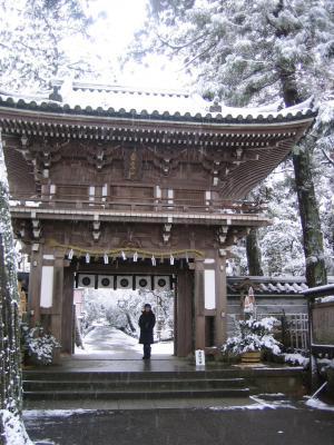 名刹那谷寺の門
