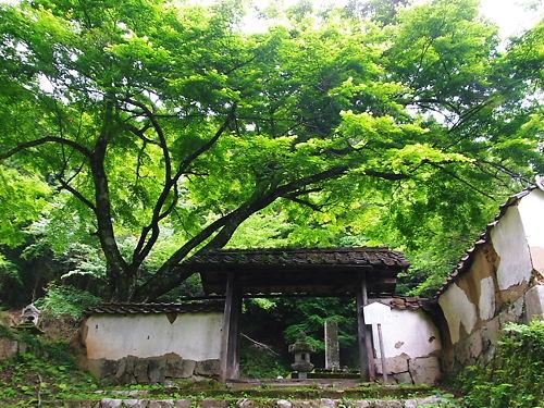 亀井家墓所入口