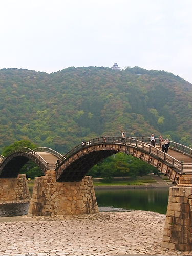 錦帯橋と岩国城天守