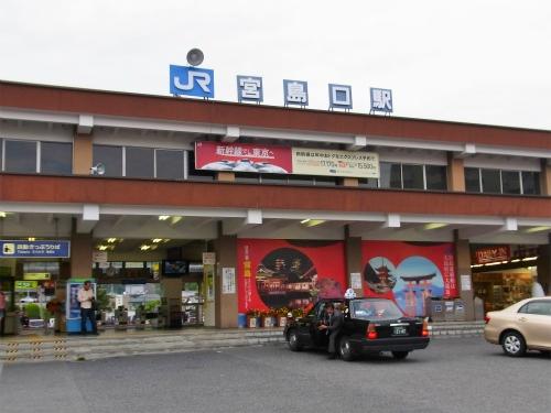 宮島口駅前
