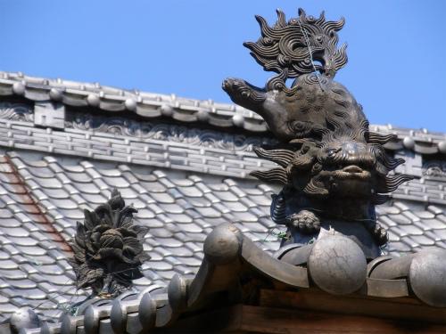 清泰寺本堂の上のなにか