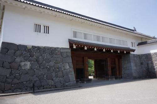 1東大手門 (1200x800)