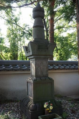 5小松の墓 (800x1200)