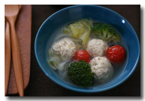パセリ入り鶏団子と野菜のスープ