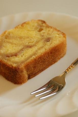 いちごミルクのバターケーキ