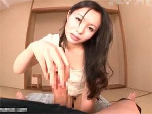 センズリ鑑賞と手コキ動画:【手コキ】亀頭をこねくり回して射精直前で寸止めする焦らしテクも一流のドS熟女