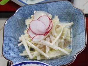 鶏肉・うど・セロリ等のサラダ