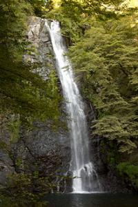 220px-Waterfall_in_Mino_Quasi-National_Park_during_early_autumn_convert_20110922091546.jpg