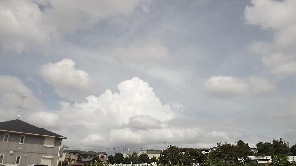 台風前日の空