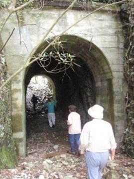 雁巻の窓の上方にあるトンネル跡