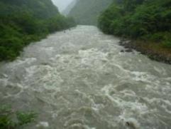 安田川は雨で濁流と化す!
