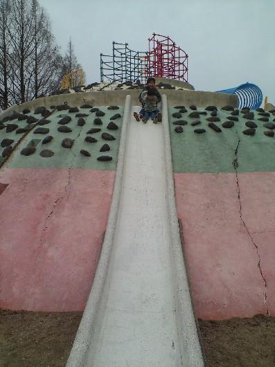 貝塚公園・石の滑り台