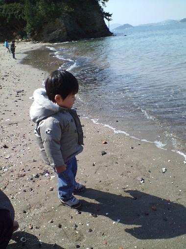 小戸公園・海でたたずむあっちゃん