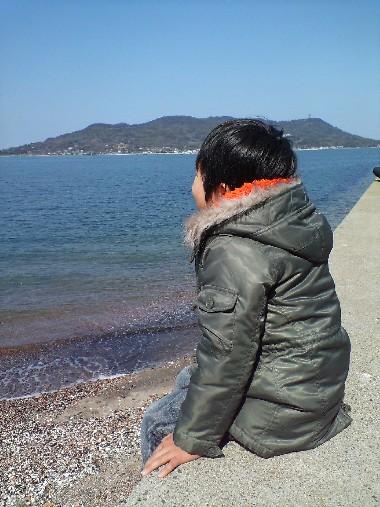 小戸公園・海でたたずむちぃ