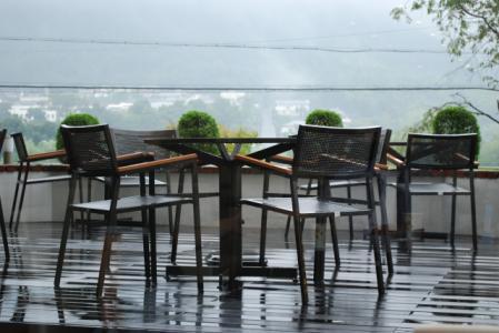 7431雨のテラス